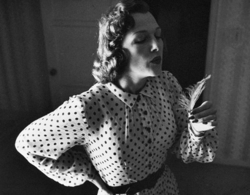 sistersofmoon:  Jo Stafford photographed by George Silk, 1950