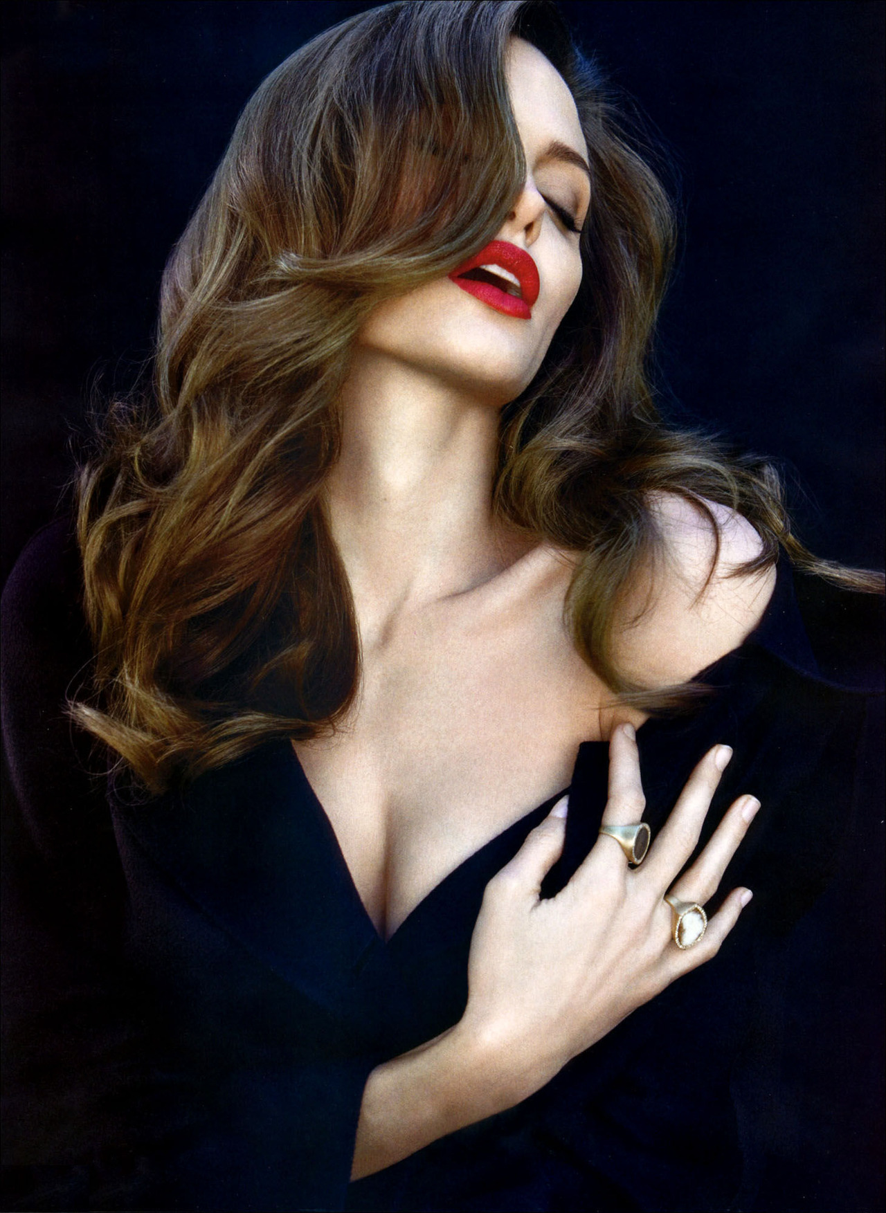 suicideblonde:  Angelina Jolie photographed by Patrick Demarchelier  Put this picture in the dictionary next to the word lush!