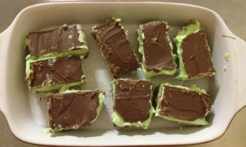 captivesonacasinoship:  My tiny half-batch of gluten-free peppermint slice! I didn't have a recipe I like so I had to bastardise one recipe for hedgehog and two for mint slice, resulting with a slice with a much softer middle than I wanted, but it still tastes amazing! It's been so long since I've eaten any form of slice. Bliss!  Gotta try this!