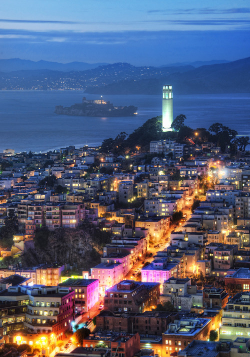 cornersoftheworld:  Alcatraz in the Dusk (by Stuck in Customs)