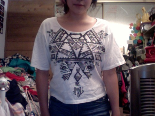 Forever 21/Heritahe 1981 top, not quite a crop top but shorter than most T shirts. Size small, can fit up to a medium$5