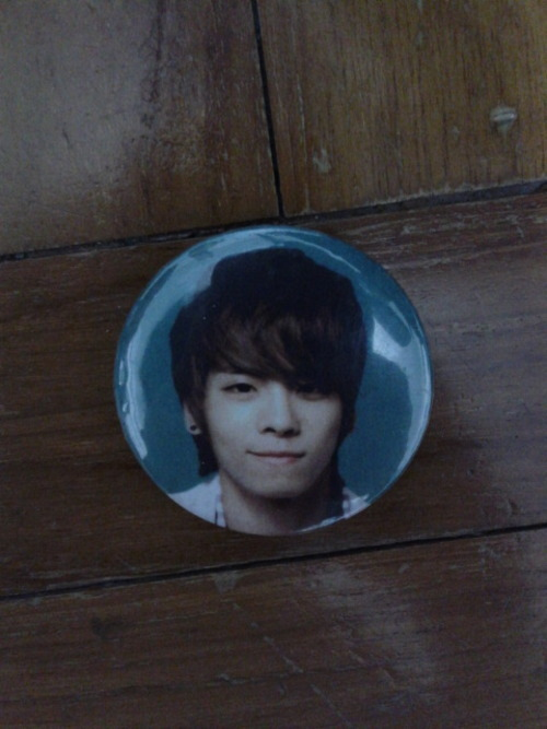 SHINEE JONGHYUN BADGE info:new Swap:no price:$2 shipping:$1 Location:Singapore preferred, international ok contact:jennaoy@gmail.com