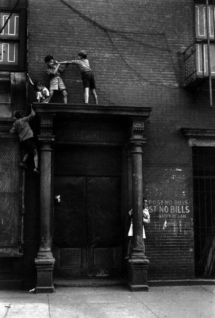 New York City, 1939. Helen Levitt.