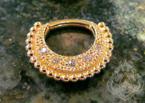 braindropsblog:  WE LOVE GOLD SEPTUM JEWELRY!! This piece is stunning! This 14g 14ky clicker from Body Vision Los Angeles is just breath taking. This and much more in stock @ -> Braindrops