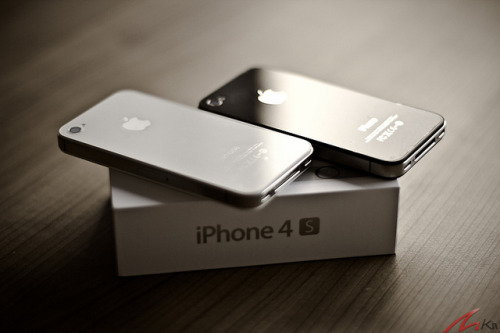 Iphone 4S vs Iphone 4 by MKit Fan on Flickr.