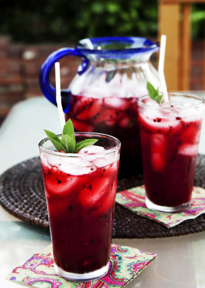 scuseplease:  Blackberry mint lemonade