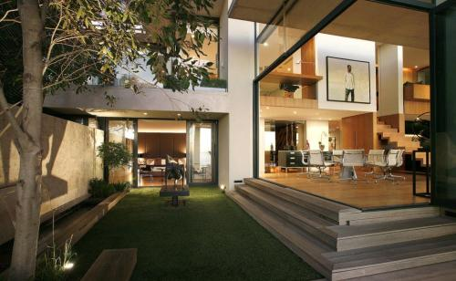 cabbagerose:  indoor/outdoor living via: ojeje