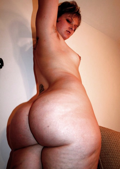dirtyasianbidness:  ilovebigbuttsluts:  i love the ass but is that hair under her arms…. smh!!!  (via imgTumble)