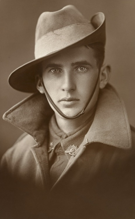Nobody knows who this young Australian soldier is, but one thing is for certain: he has the most beautiful eyes in the world.
