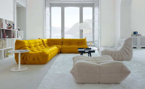 musesofdesign:  (via A Merry Mishap: Togo)  those couches look so comfy….