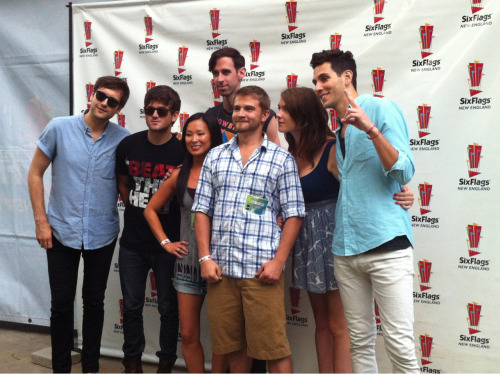 Just met @cobrastarship @gabrielsaporta @vickytcobra 4th time I've seen them play & scored a meet & greet! #FangsUp