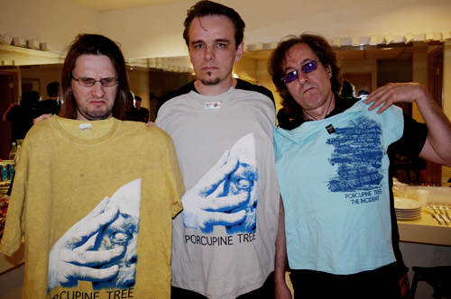 Gav, Richard and Steve checking out poor quality bootleg T-shirts encountered in Mexico.