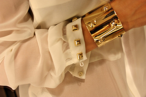 1. Really want a gold stud cuff to add an edge to an outfit. 2. Perfect way to customise boring items is by adding studs. Interesting idea for plain jane sleeves.