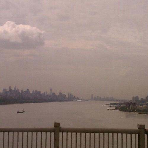 08202012 #Hudson #River on a #Cloudy Day // Southern #View from a Jitney #Bus on the #GeorgeWashington #Bridge // Reminds me of an #Oil #Painting! // #NYC #GWB #GeorgeWashingtonBridge #Water #Clouds #Beautiful #NoFilter   (Taken with Instagram at George Washington Bridge)