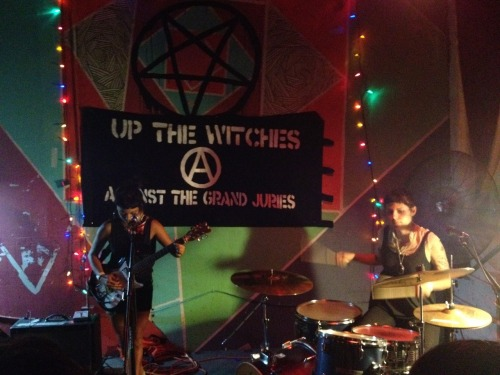 growsrots:  <3 best show ever <3  UP THE WITCHES (A) AGAINST THE GRAND JURIES