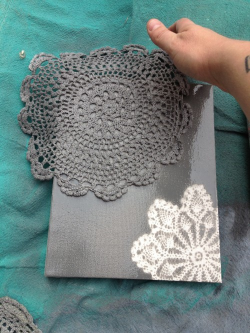 mokap:  (via Spray Painted Doily Canvas | Shey B)