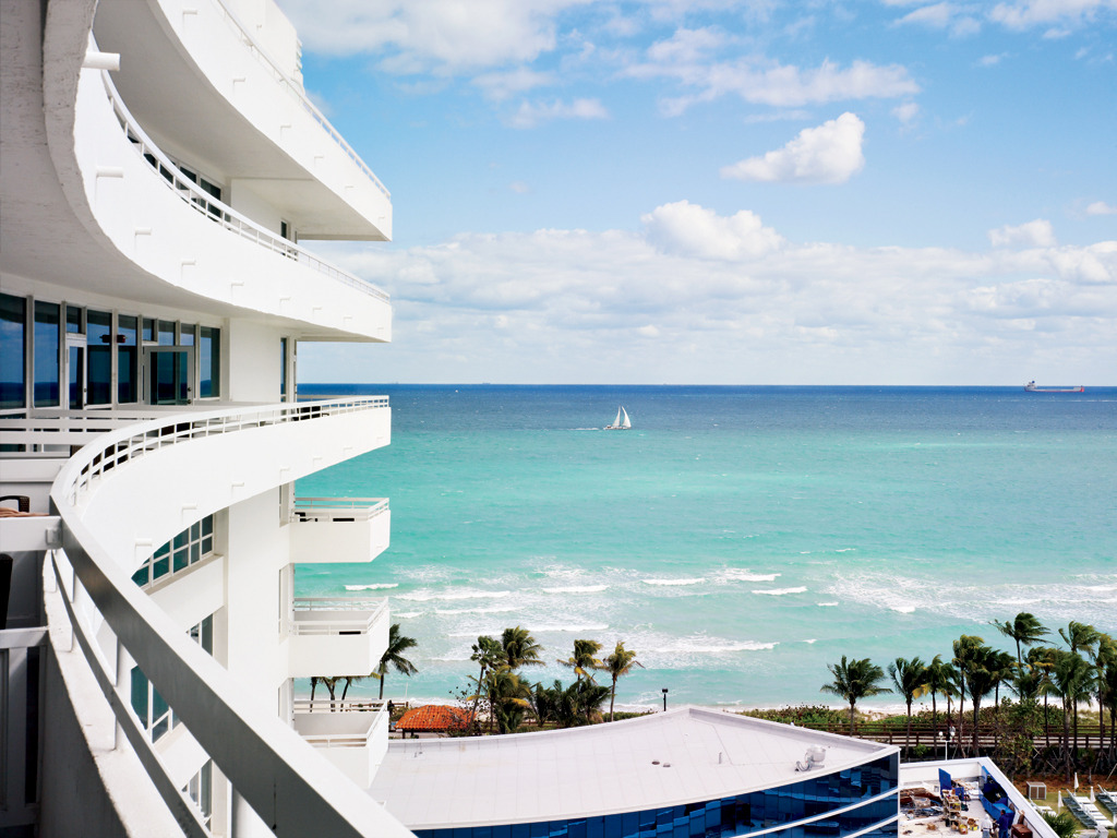condenasttraveler:  Room with a View | Fontainebleau Miami Beach  ❤❤❤❤❤