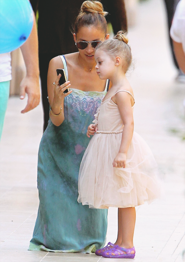 Nicole Richie with her daughter Harlow in Beverly Hills, California
