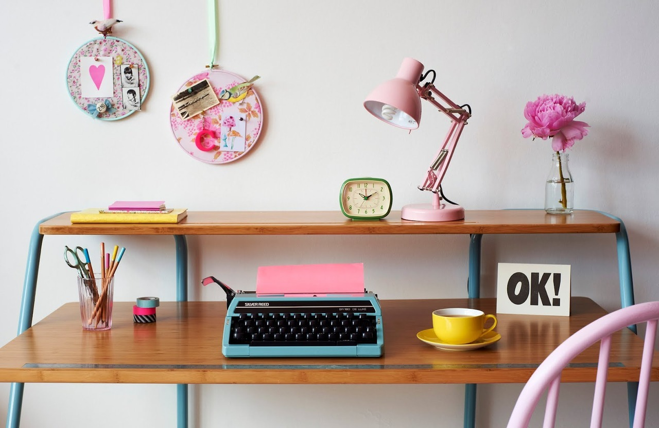 myidealhome:  the cutest workspace (via Charlotte love)