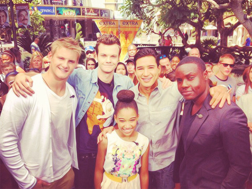 @dayookeniyi: Had mad fun with EXTRA! Make sure to catch @alexanderludwig @jackquaid @amandlastenberg @mariolopezextra and myself wednesday night #HungerGamesDVD