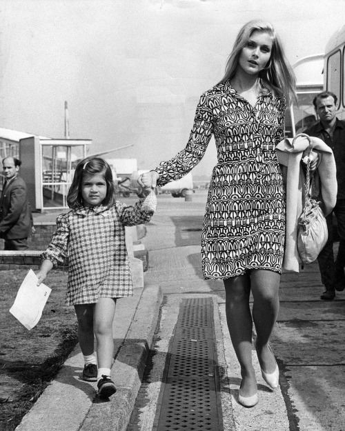 Carol Lynley  & her daughter Jill, 1966.