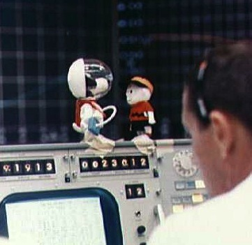 crookedindifference:  Snoopy: The Apollo Astronaut Mascot