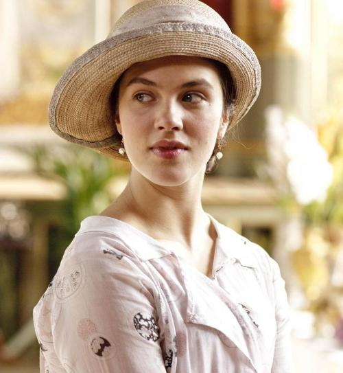 suchaprettyworld:    Jessica Brown Findlay as Lady Sybil Crawley in Downton Abbey (2010).