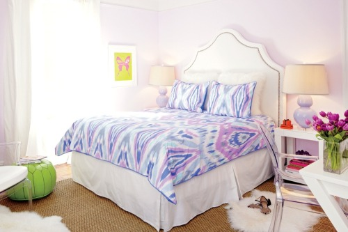 Interior decorator Sam Allen uses Teen Vogue's latest bedding collection to give one lucky college student a lesson in stylish spaces. Check out the story in our September issue »