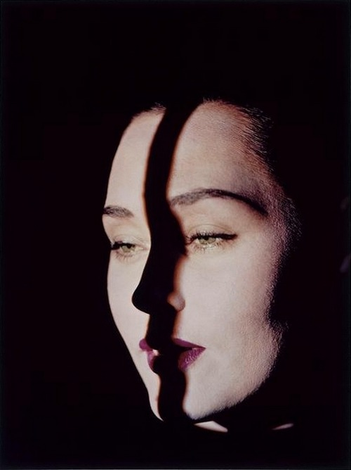 steroge:  Line on face, New York, ca. 1947-49* by Erwin Blumenfeld  http://steroge.tumblr.com/post/29908282247/line-on-face-1940s-erwin-blumenfeld