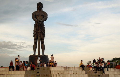 pinoy-culture:  Statue of Datu Lapu-Lapu of MactanRizal Park, Manila Considered the first known hero of the Philippines, Datu Lapu-Lapu was a chieftain of Mactan who fought against the Spaniards and Ferdinand Magellan. On the morning of April 27, 1521, dATU Lapu-Lapu led 1,500 Mactan warriors armed with barong, spears, kampilan, and kalasag, in a battle against Portuguese explorer and conquistador Ferdinand Magellan who led a force of forty-nine Spanish soldiers armed with guns in what would later be known as the Battle of Mactan. It was in this battle that Datu Lapu-Lapu killed Ferdinand Magellan with a kampilan and thus prevented the on coming of Spanish colonization for several years as well as the completion of Magellan's voyage completely around the world.