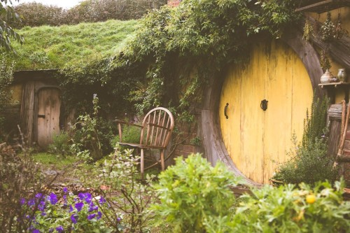 gnostic-forest:  mymindisacarousel:  Sit in the garden, a cup of tea in your hand and greet your fellow hobbits as they walk past. Yes, please!  My dream ^