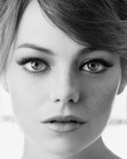 My girlcrush on Emma Stone is of a pretty strictly platonic nature — too gamine-ish for me, but I think she is SUPER AWESOME and I want to be gal pals — but, damn, she really is gorgeous. Congratulations on your face, Emma Stone.