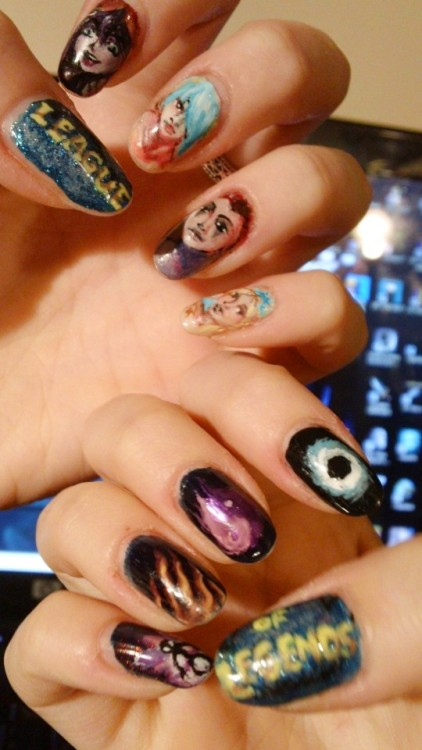League of Legends nails! My favourite supports & their defining abilities, to be precise. I figured this would be an appropriate tribute to the game whose load screens enable me to spend ages on my nails. The last 2 portraits took me ~3 tries each to get right. So painful.