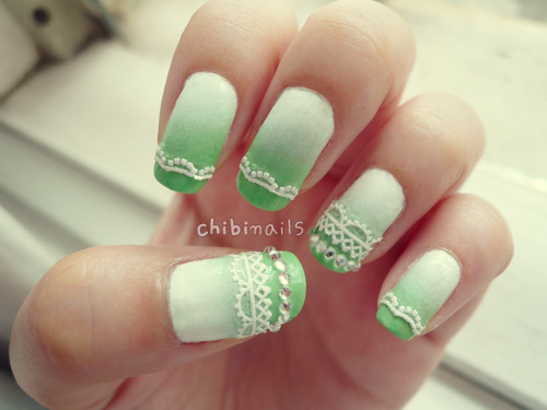 White to green ombre nails with lace stickers :) This coincidentally fits the Raya season that's going on now. Colours used:-[White]The Faceshop - White WH002[Greens]Etude House - LUCIDarling 05 텐더민트 (Tender Mint)Studio M Nail Lacquer - Jade[Lace Sticker]The Faceshop - 05 Chic Lace (NP3063)