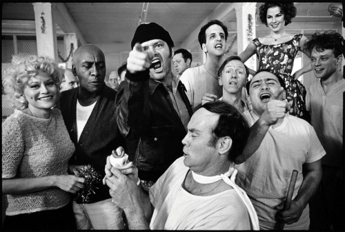 messyndrome:  The cast of One Flew Over the Cuckoo's Nest posing for their picture on location at the Oregon State Hospital, Salem, Oregon 1974. Mary Ellen Mark