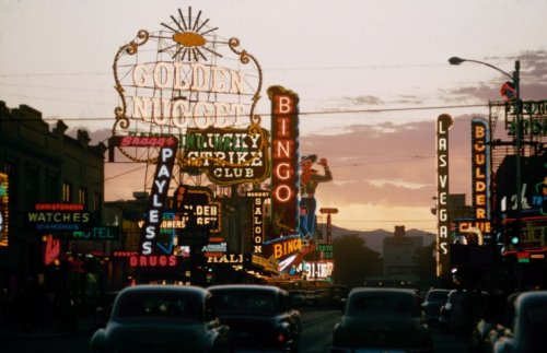 theniftyfifties:  Las Vegas, 1955. Photo by Loomis Dean.
