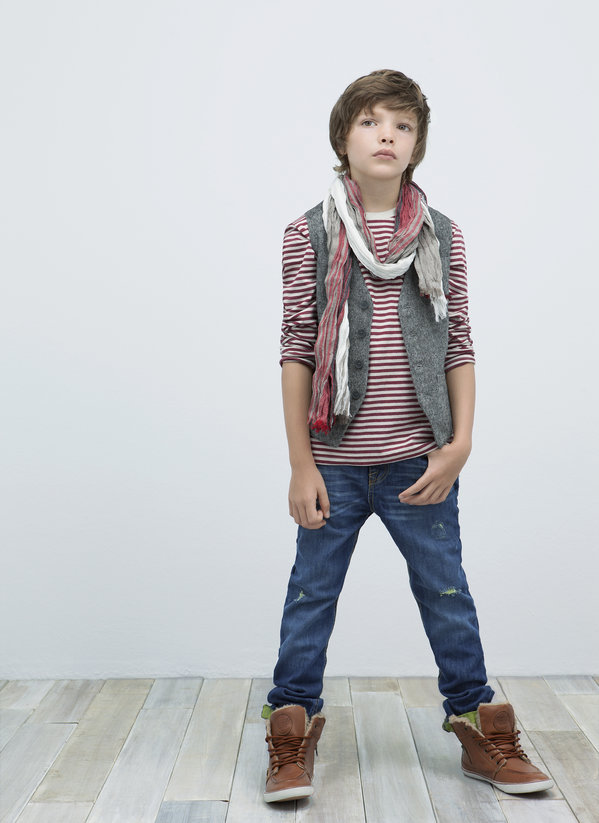 Have you seen the last Zara Lookbook- kids?  Lookbook - Kids: ZARA