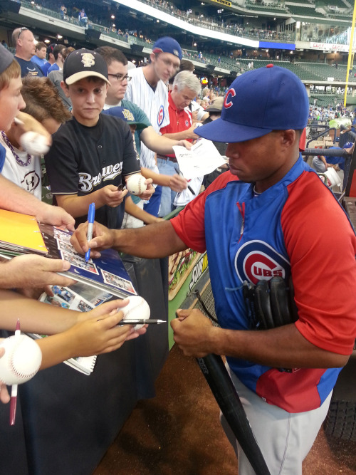 Luis Valbuena signed autographs for fans prior to last night's game in Milwaukee.