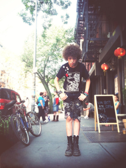 This kid is just way too cool…Lower East Side, Manhattan (via Shervin Nassi)