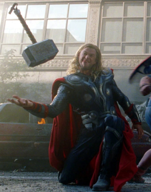 rogers-and-stark:  Priceless Thor's face expression =)