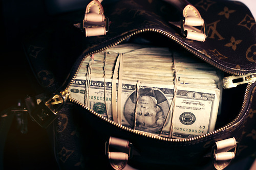 connoisseursoflife:  Louis Vuitton Money bag