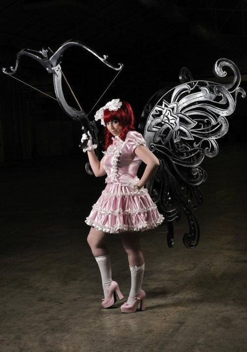 cosplaygen:  (via Raqel Lolita. 3 by *Shoko-Cosplay on deviantART)  OMG THOSE WINGS. AND THAT CROSSBOW. WAT.