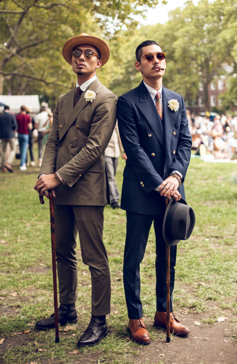 bluebroguesandrosetintedglasses:  Kevin Wang & Hvrminn jazz age lawn party at governor's island photo by florian koenigsberger  Classy and dangerous.