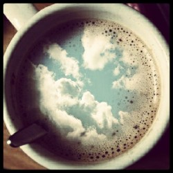 tyxasykes:  #Coffee #sky #tea #cool #awesome #amazing #phototheday #photography #photooftheday #popular #mug #instapic #tweetgram #followme #instagood (Publicado com o Instagram)