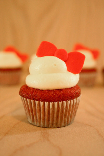 herrokitty-kat:  Hello Kitty red velvet cupcakes <3