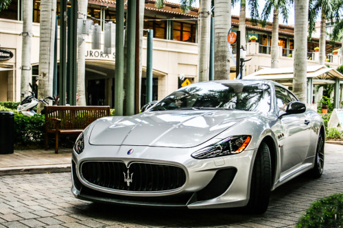 classyhustler:  Maserati GranTurismo MC Stardalewhat a beautiful shot