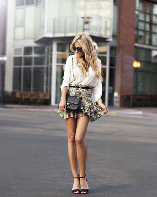 what-do-i-wear:  (image: thenativefox)  #fashion #skirt #blonde