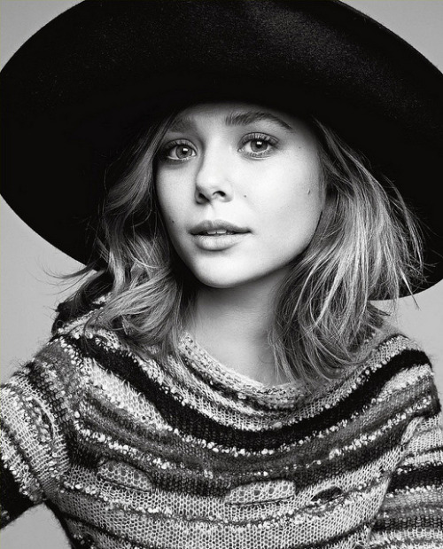 aquarianfashion:  Elizabeth Olsen