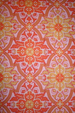 A close-up of the print. Fabric found at Wally World if you'd believe it.