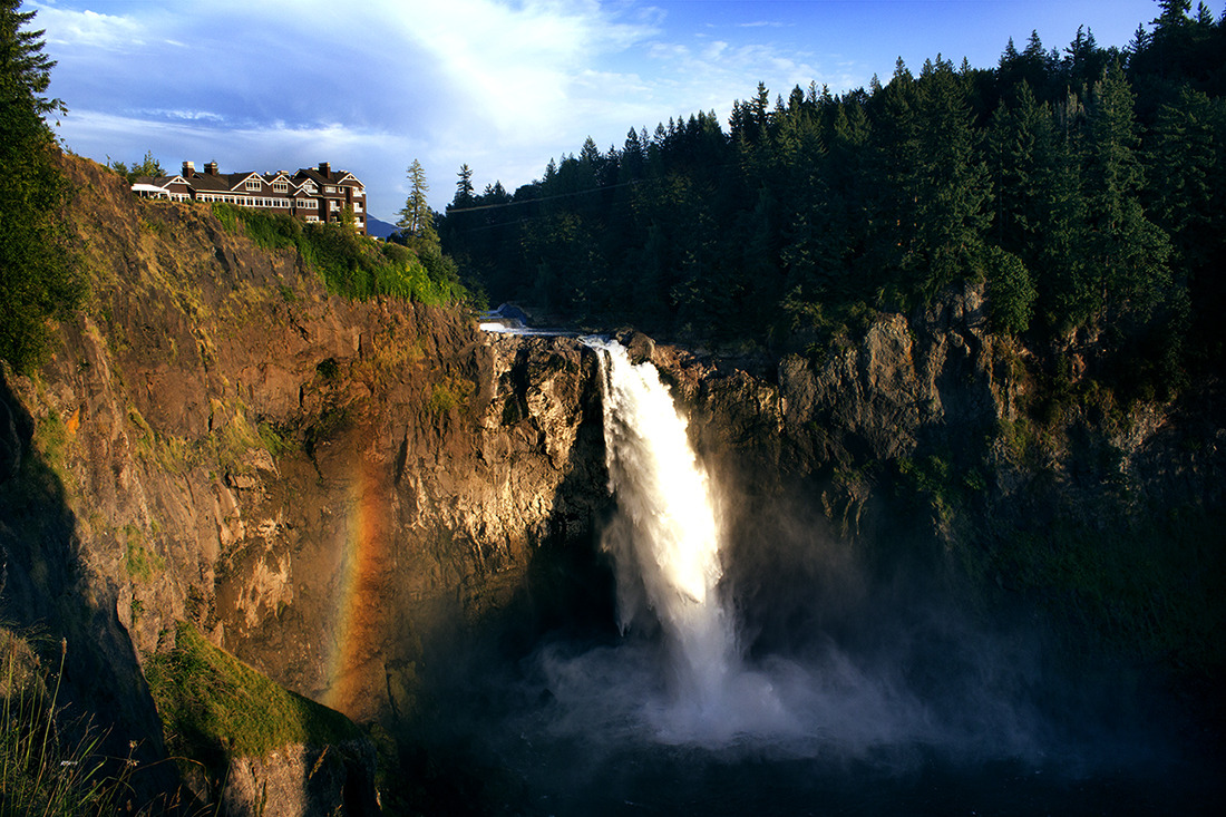 Snoqualmie falls, in Washington State with rainbow in the mist from the falls.